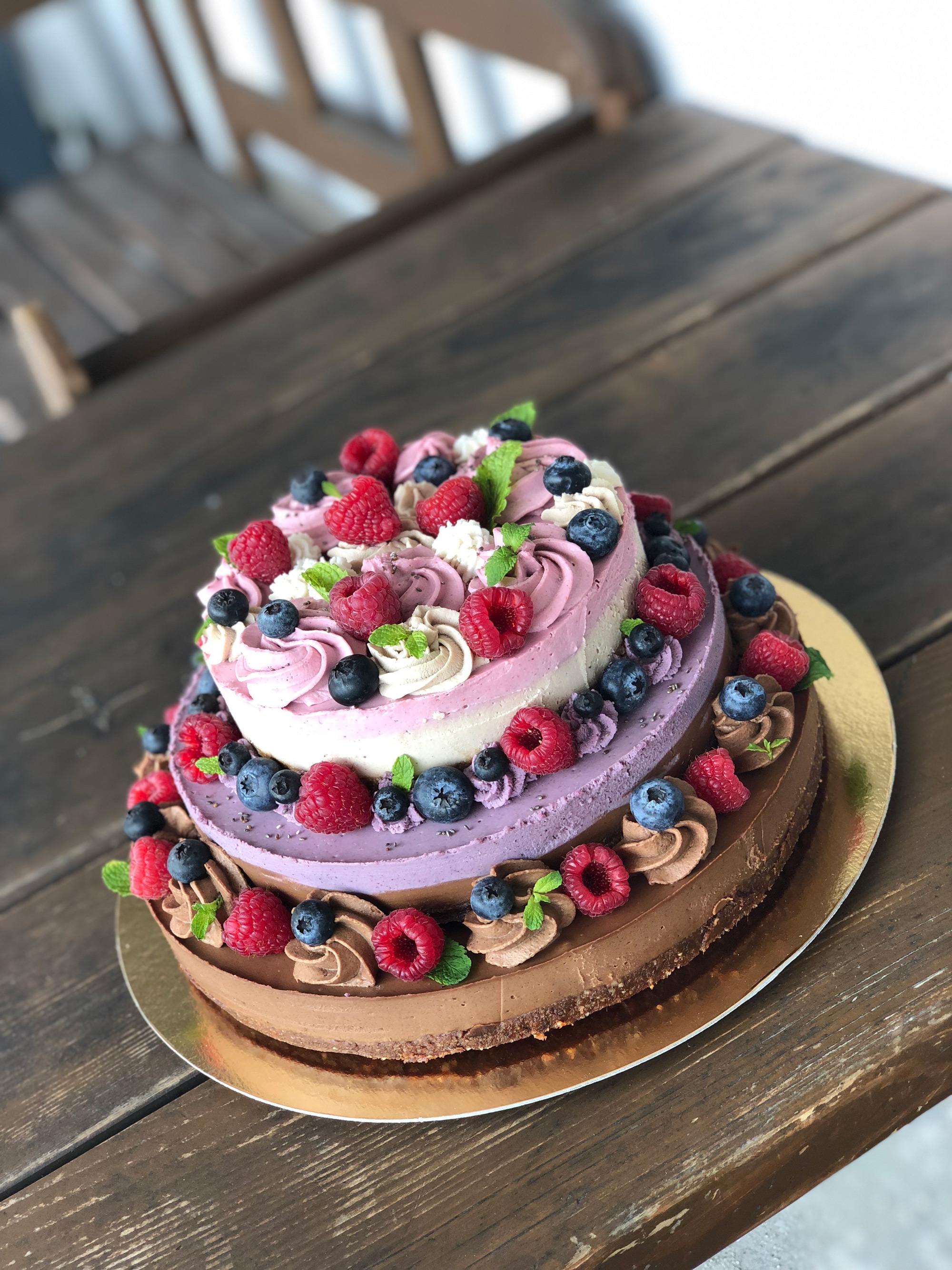 Raw torta na mieru
