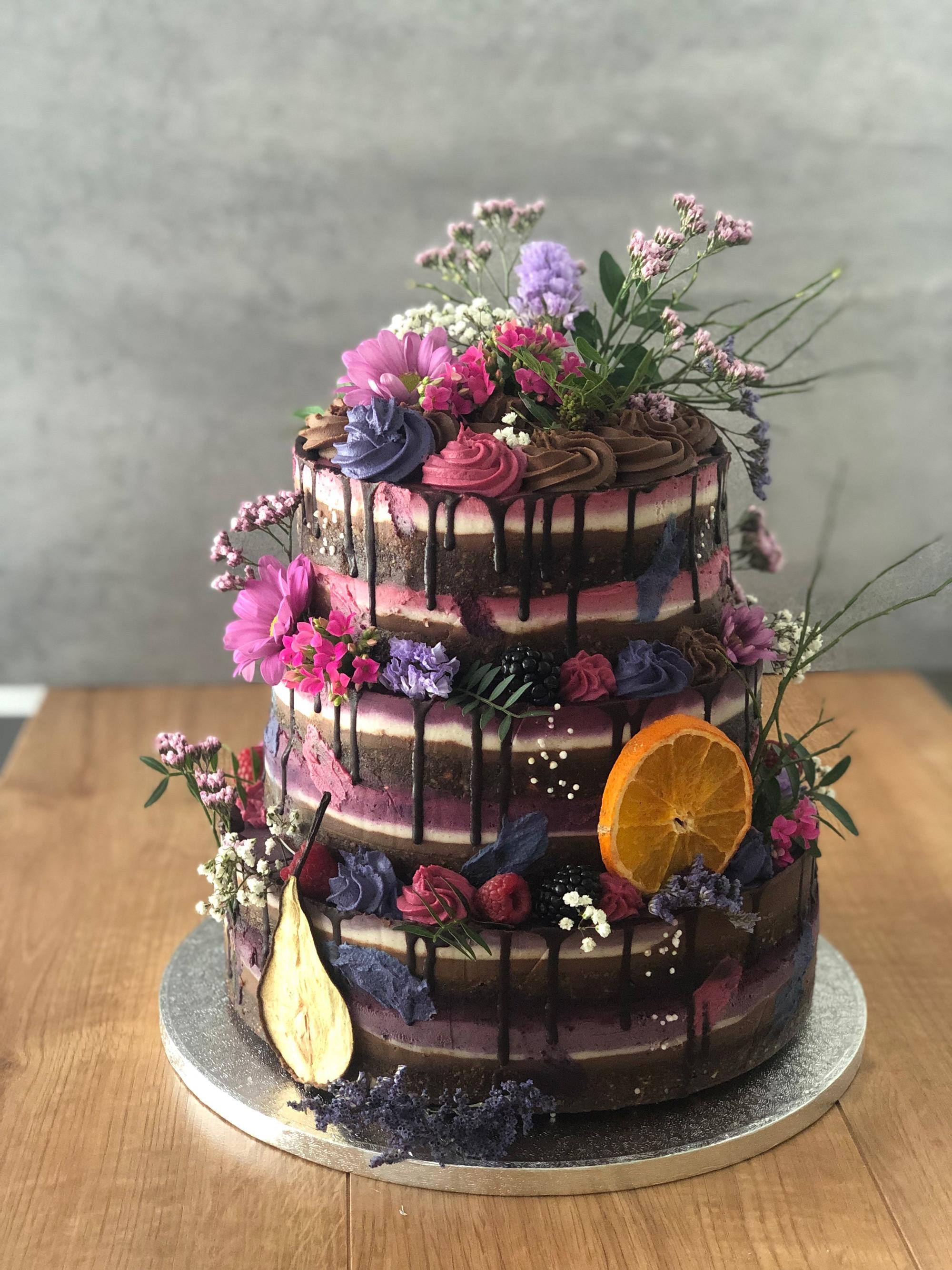 Vysoká svadobná Raw torta
